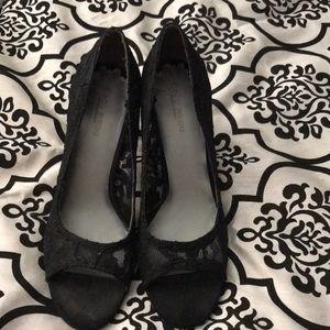 ECU black lace pumps